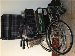 出售9成新轮椅一个,可放倒平躺,可折叠,可放进汽车后备箱,原价458元,现90元处理,仅使用半年,有...