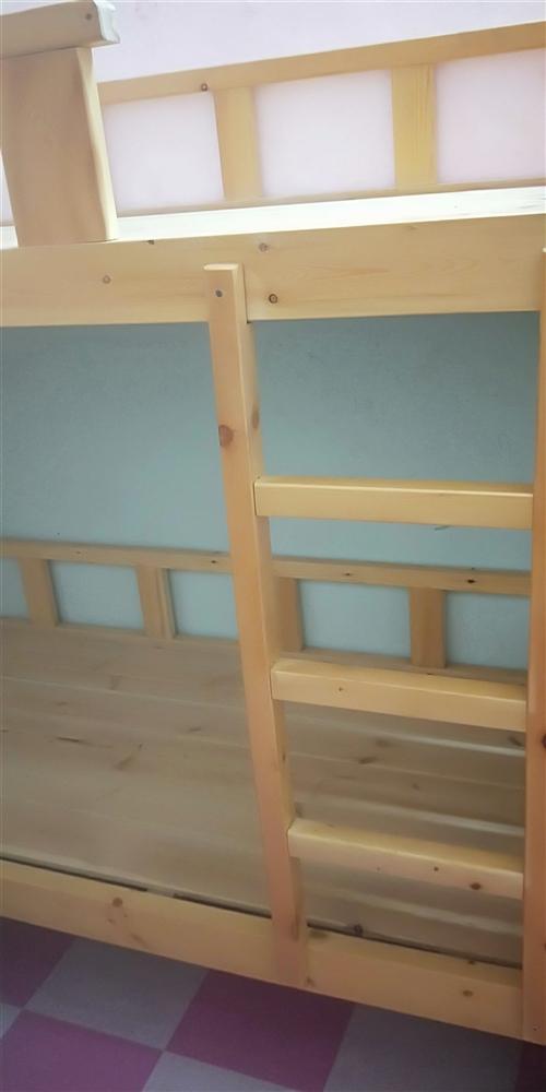 低價出售一批全新實木床,欲購從速!