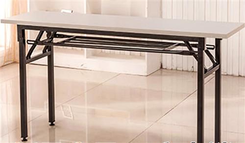现有25张简易双层加厚折叠书桌,长1.2米,宽0.6米,高0.8米,9成新,未上过螺丝,可用做餐桌、...
