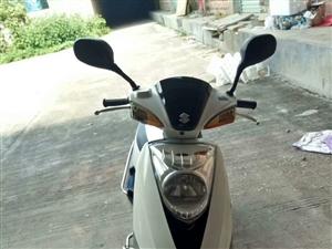 出售一部女装摩托车没有手续,拿钥匙直接可以开走。如果怕是偷的,可以写合同。啊,看清楚哦,没手续的绝对...