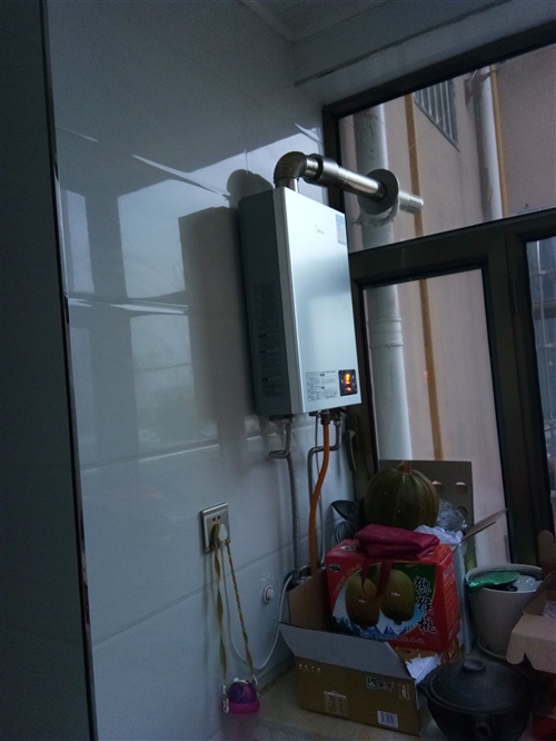 八九成新燃气热水器出售,有需要的朋友电话联系,13359123720