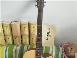 吉他出售,买时九百多,一直没用,闲置至今,现在200处理掉