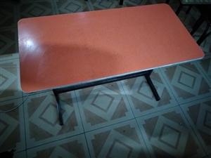 急售桌子凳子,十八张桌子,二十多个凳子有需要的联系我  地址东大街
