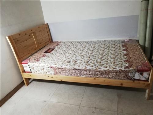 家里有闲的床,1.2米,带床垫,九成新。联系15775958259。
