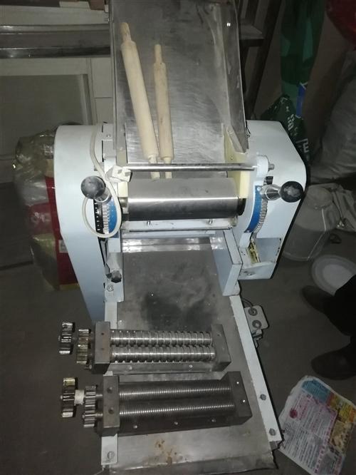 闲置压面机低价出售,带刀,有需要可联系18009476706