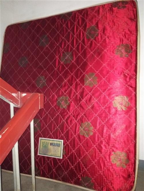 2米宽大床转让,万宝牌,8成新,因搬家,转让,200元,先到先得