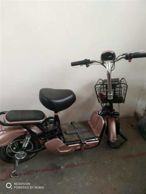 本人因回老家,有一辆小鸟电动车出售,买了不到一年没怎么骑,两块电池,800不议价,有意者请联系