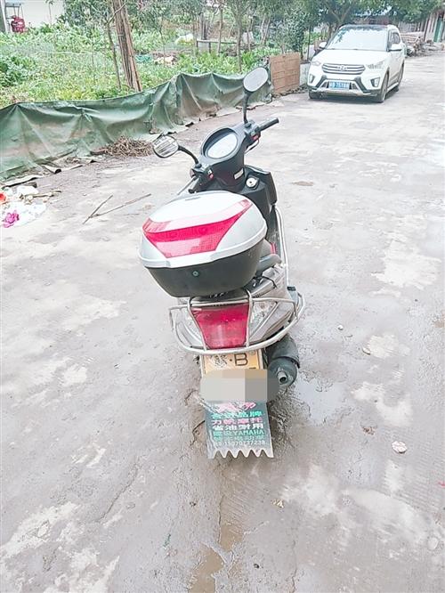 此摩托车九成新,车风很好,没有摔过,没有修过,有看上的赶紧滴滴我!!!下牌不过户