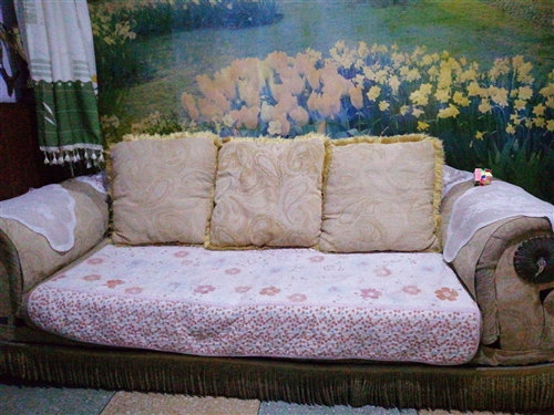 蛟河城北胜利路,两座加三座布艺沙发一套,三座长2.2米,两座长1.7米,宽90厘米。