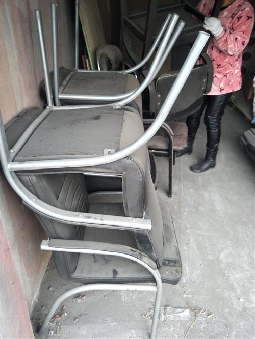 本人有两套麻将机8个椅子7成新现低价处理,办公桌柜子二手海尔冰箱洗衣机还有一个新的鱼缸全部处理,府谷...