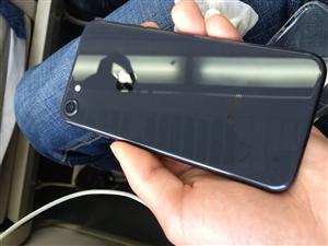 苹果8,深空灰,没有一丝划痕,还有两百多天保修期,充电次数一百多次,买来到现在没怎么用过的,等于新机...