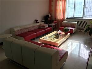 出售品牌沙发一套,七成新,买沙发送茶几;餐桌一张,六把椅子,七成新,有意者电联,非诚勿扰!