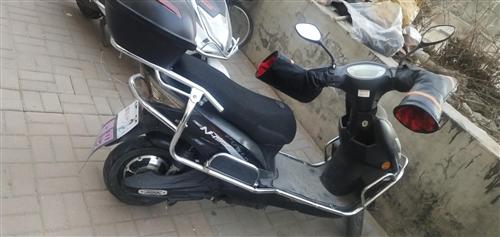 爱玛电动车,使用1年,价格面议,有意者电联,可送头盔和雨衣还有把套,外观不是很好,其他没问题