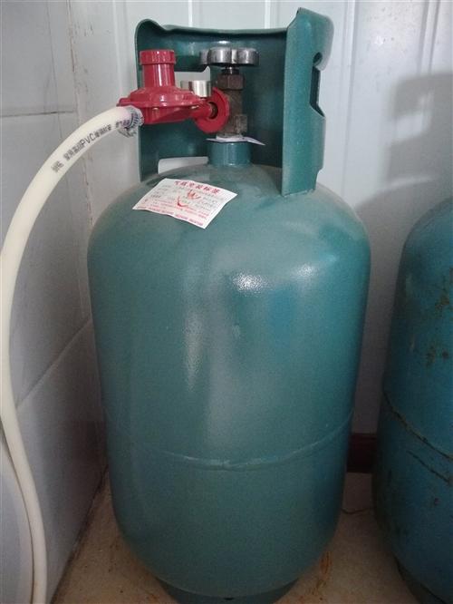 安装好通天然气了,家里的液化气罐出售,九成新
