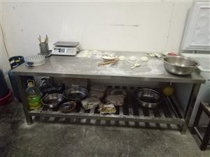 现有不锈钢操作台两张,大容量冰柜一台(海尔318升),均为九成新。