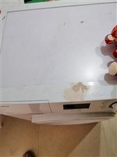 九成新全自动滚筒洗衣机,一直习惯用涡轮,这台就基本没出过力,洗衣机上边放置东介,弄脏一块,其他都好,...