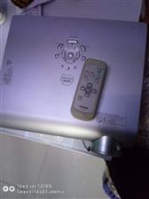 急转让日本东芝高清投影机一个,高品质,高清图像,投影机一台,走过路过不要错过,原价六千多的,现价一千...