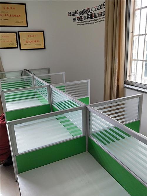 由于公司搬迁至外地特诚意出售20张卡座10张椅子,可零售,9成新
