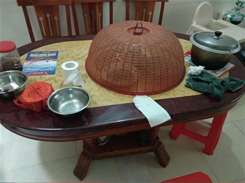 椭圆家用吃饭桌,去年刚买原价1850元,现出售不含凳子500元,可议价!欢迎致电咨询!