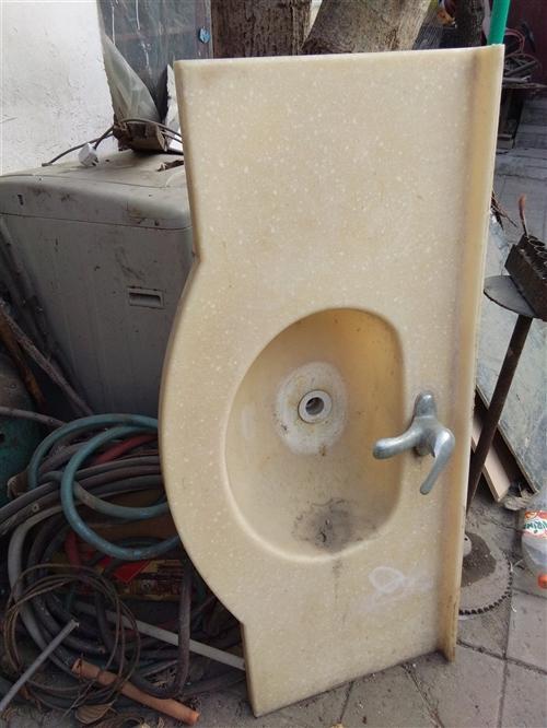 大理石台面带水嘴,装修换下来的,还有一个黑大理石台面,有要的联系我,