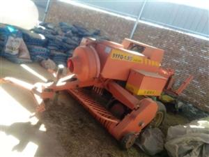 本人有一台打草,捆草机和一台大拖拉机头!八成新,现低价处理!有意者请联系本人! 电话:183971...