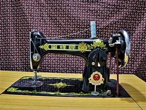 经典复古缝纫机(蜜蜂牌)成色好,无磨损,可工作 可使用,可摆设,可收藏,可升值,300元可议。白城...