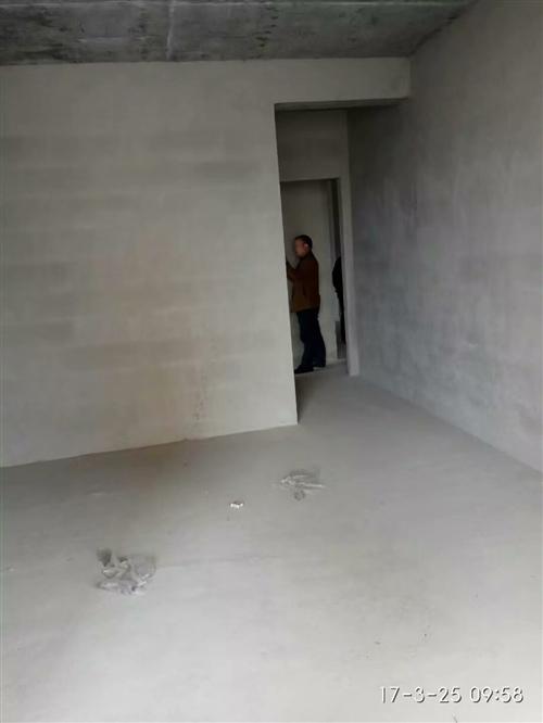 本人现有城峰国际电梯商品房1套,4号楼1单元7层704(共29层,1-4层商场)面积119.10平米...