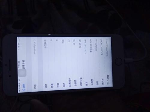 自用 iPhone 7Plus 便宜出售,大陸版本,32G,玫瑰金色9成新,攝像頭沒啦……女孩喜歡自...