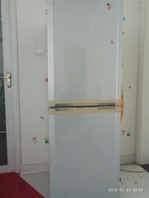 家庭使用中海尔206升冰箱,制冷效果杠杠滴,因换新现出售。300元。15610590088