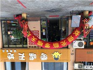 店面出租:地址丹城老车站交通银行对面顺达路路口,楼上楼下200平方米,全新装修,可做餐饮零售