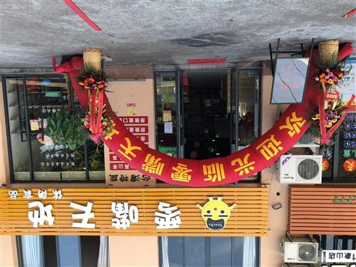 店面出租:地址丹而且�B玄家城老车站交通银行对面顺达路路口,楼上楼下200平方米,全新装修,可做餐饮零售