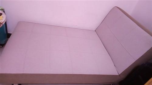 九成五新,这是一套沙发。决策失误,现挥泪甩。涞水县城自取,300元