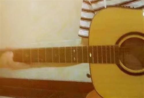 电箱吉他2000入,800出(因为要换新琴,所以价格好商量,有意者欢迎打电话咨询,我们也可以交流吉他...