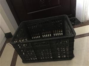 本人有一批装水果的篮筐闲置,有需要的可以联系,量大从优