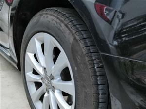 出售自家原厂拆车轮毂加轮胎(因改装轮毂):奥迪A6L17寸轮毂,225/55R17倍耐力P7轮胎。