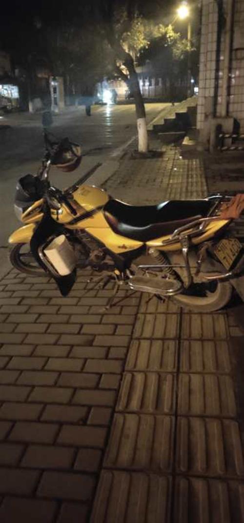 出售劲隆150自由风摩托车一台,平时来往乡下用下,4年的车跑了16000公里,有保险,有行驶证可过户...