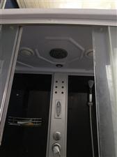 因搬迁处理整体浴室一台,九成新,有照明,音乐播?#29260;���牌?#25159;,按摩功能原价3850