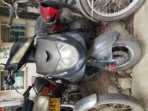 出售一辆車況良好的125cc讯鹰款摩托車,此車輕鬆上90,全车電路正常不大油,是代步的好幫手,實价9...