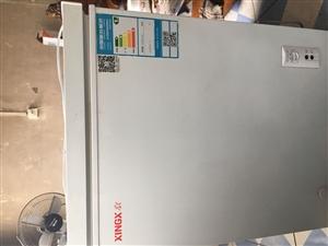 星?#25250;?#20923;容积107升,奥柯玛冷冻125升冷藏133升,价格两件1500元。