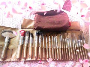 全新化妆套刷,899购买的,现低价出了,寻套刷有缘人.....