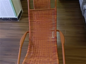 出售全新高档休闲躺椅一把,有意向者,可实地看货或电话,地址,金色佳苑小区,电话13309477893