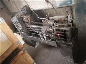 低价处理6136车床1米一台,齿轮拉床一台,精品数控车床616的长度一米两台,价格好说.