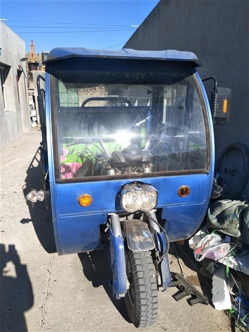 隆鑫大三輪,兩米六斗,200機子,去年買來收廢品了,有需要的聯系我