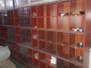 全新碗筷柜,工厂搬迁,一直没用,每组宽1.2米×高1.8米,每组24格。共四组。给钱就卖  电话13...