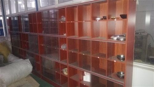 全新碗筷柜,工廠搬遷,一直沒用,每組寬1.2米×高1.8米,每組24格。共四組。給錢就賣  電話13...