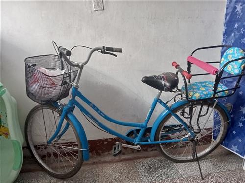 带新宝宝座的自行车