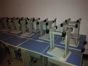 儿童课桌椅,一图全新,二图用过几次,9.9成新,共38套,60元一套。另有10张儿童床。