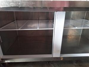 大容量冰箱,用了一年,可自行调节温度。