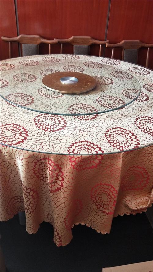 本人有一圆桌出售230元,桌腿可折叠