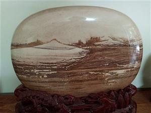 清江石:清江红,此石有50斤左右,图案对比度好,画面干净,清新,一桥飞架南北,江边的船上站着三个人,...